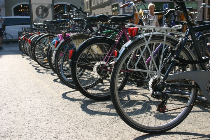 Hulajnogą, rowerem czy autobusem? Pomysły pracodawców na bezpieczny powrót do pracy